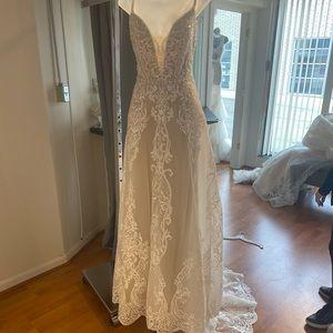 Allure cloture wedding dress